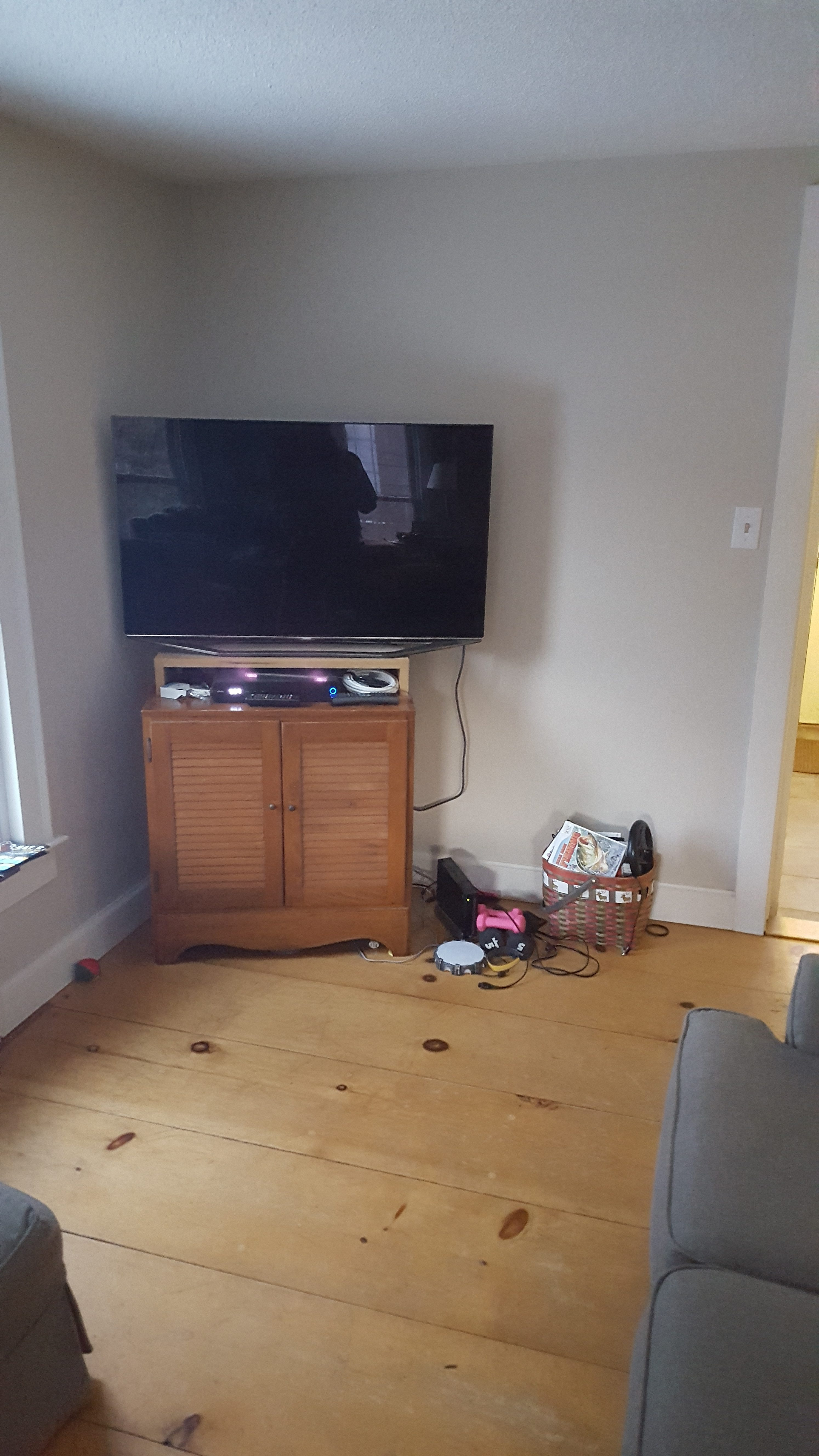 While Custom Designed, The Cabinet Maximizes All Possible Space For Storing  The T.V. Components. A Custom Stain And Finish Enhances The Beauty Of The  ...